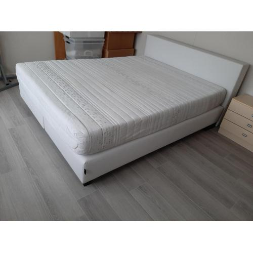 Bed met Matras